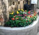 Điểm chân rác thành bồn hoa phố Mai Phúc.jpg - Điểm chân rác người dân xây bồn hoa tại Phố Mai Phúc